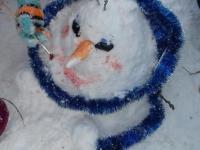 """Хороша красой своею наша Зимушка-зима. Маленькие волшебники - художники, которые могут сделать своими руками любые чудеса. Рисование на снегу красками в группе """"Почемучки""""."""