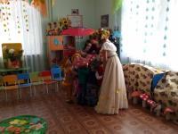 31 октября в младшей группе прошел осенний праздничный утренник с участием Осени.